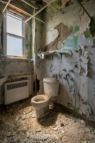 Abandoned Parry Sound Hospital Bathroom
