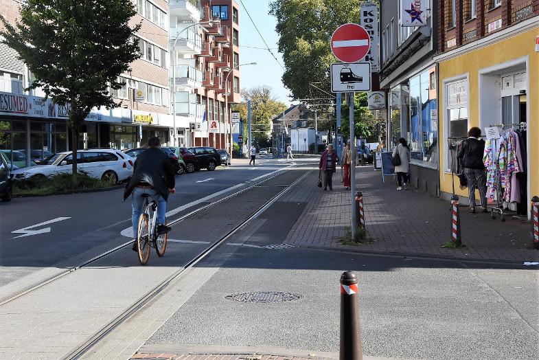 verkehrsrwidriges Radfahren gegen die Einbahnstraße, Hauptstraße
