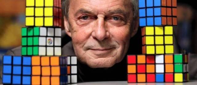 En 1974, le Hongrois Erno Rubik inventait le casse-tête le plus connu au monde. © Julio Cortez/AP/SIPA