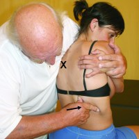 Traction-manipulation of a lower rib