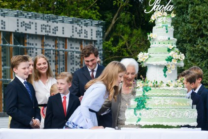 Queen Paola with all the grandchildren : Élisabeth de Belgique, Gabriel de Belgique, Emmanuel de Belgique, Éléonore de Belgique , Amedeo de Belgique , Maria Laura de Belgique , Joachim de Belgique , Luisa Maria de Belgique , Laetitia Maria de Belgique , Aymeric de Belgique, Nicolas de Belgique cutting the bithday cake during the party on the occasion of the 80th birthday of Queen Paola, Thursday 29 June 2017 in Waterloo. F. Andrieu/AgencePeps/Reporters