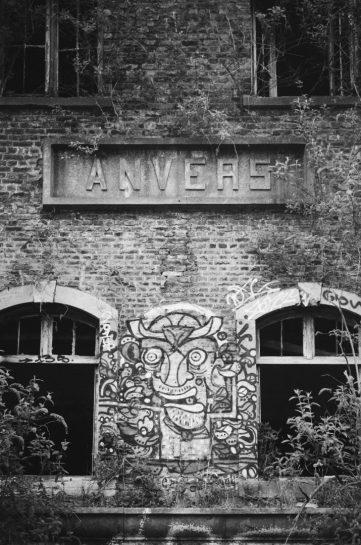 Anverspoort in ruine Parc des Oblats