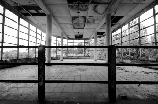 Verlaten zwembad Bloso domein Hofstade