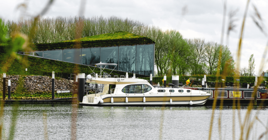 The best way of slow travel: boat rental in Europe without a license