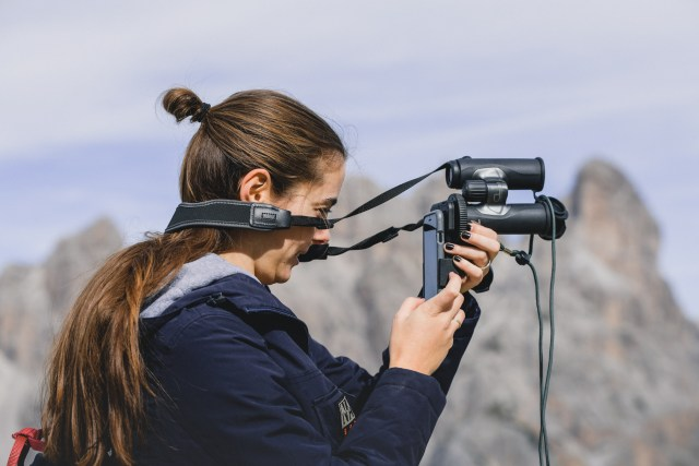 Photographing with your smartphone and binocular