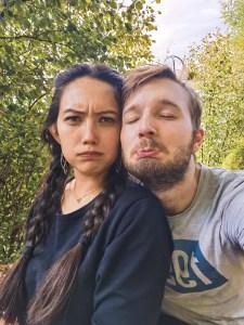 couple selfie sad