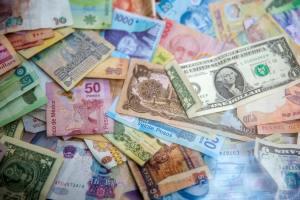 Travel bloggers making money