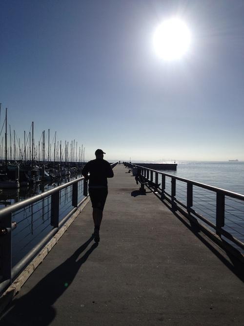 Morgonjogg vid vattnet i San Francisco. Foto: Miriam Olsson Jeffery