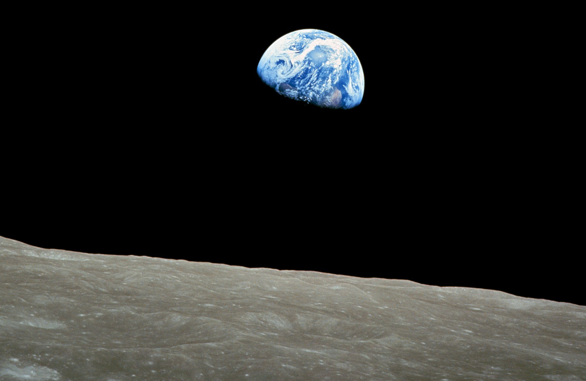 A thrilling re-mix of Earthrise on the moon as seen by ...