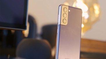 Le Galaxy S22 ne serait pas équipé d'une caméra placée sous l'écran