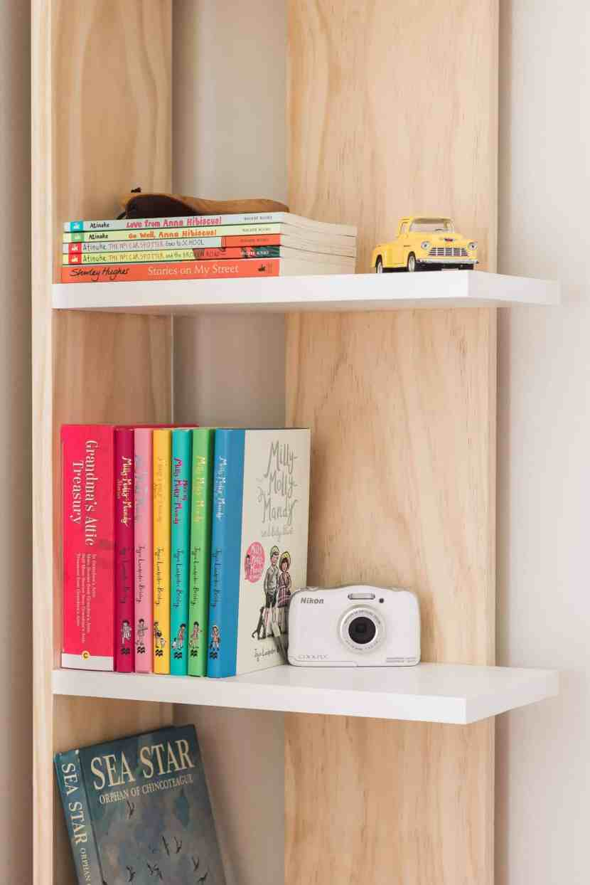 Turn into unused corner into a functional storage space with this easy-to-build and budget-friendly bookcase! You can build it in a day for just $60 dollars. See the complete tutorial at www.freeandunfettered.com. It's perfect for small space living! #diy #bookcase #bookstorage #diyfurniture #modernhome #homeorganization #storageandorganization #diyproject #budgetfriendlydecor #smallspaceliving