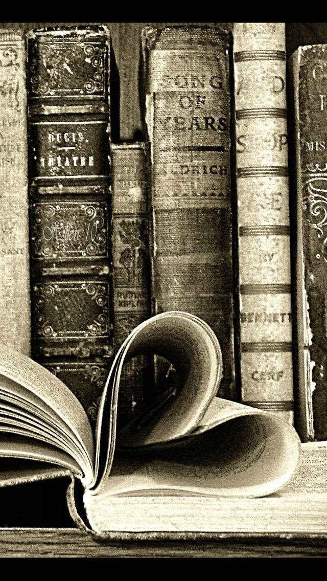 Iphone 5s Shelf Wallpaper Old Books Iphone 6 6 Plus And Iphone 5 4 Wallpapers