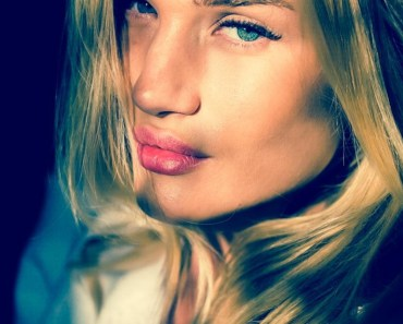 Rosie Huntington-Whiteley Model