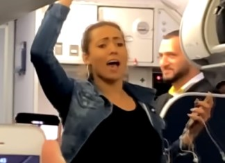 Woman Getting Kicked Off Plane Makes Scene, Twerks And Moons Passengers