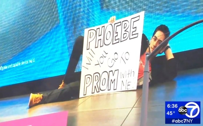 High Schooler Asks His Girlfriend To Prom On Times Square Billboard
