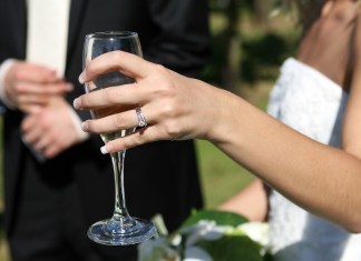 Bridezilla Wants To Know If She's An A-Hole For Calling Out Guests Who Didn't Bring Gifts