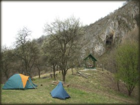 Kamp kod Dubočke pećine