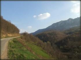 Sam početak puta - spust sa prevoja Cepe u dolinu ispod Velikog Krša