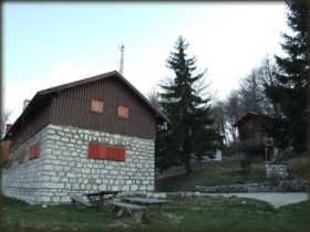 Planinarski dom na Stolu