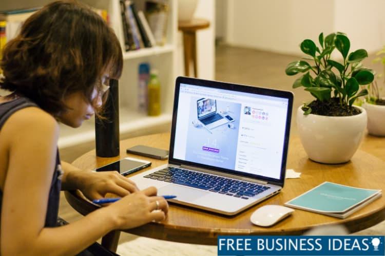 Digital Marketing agency employee