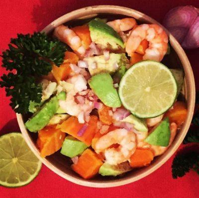 sans gluten ni produits laitiers : salade patate douce avocat crevette coriandre
