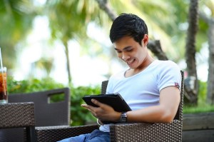 man calling into freeconference.com to view free screensharing from tablet