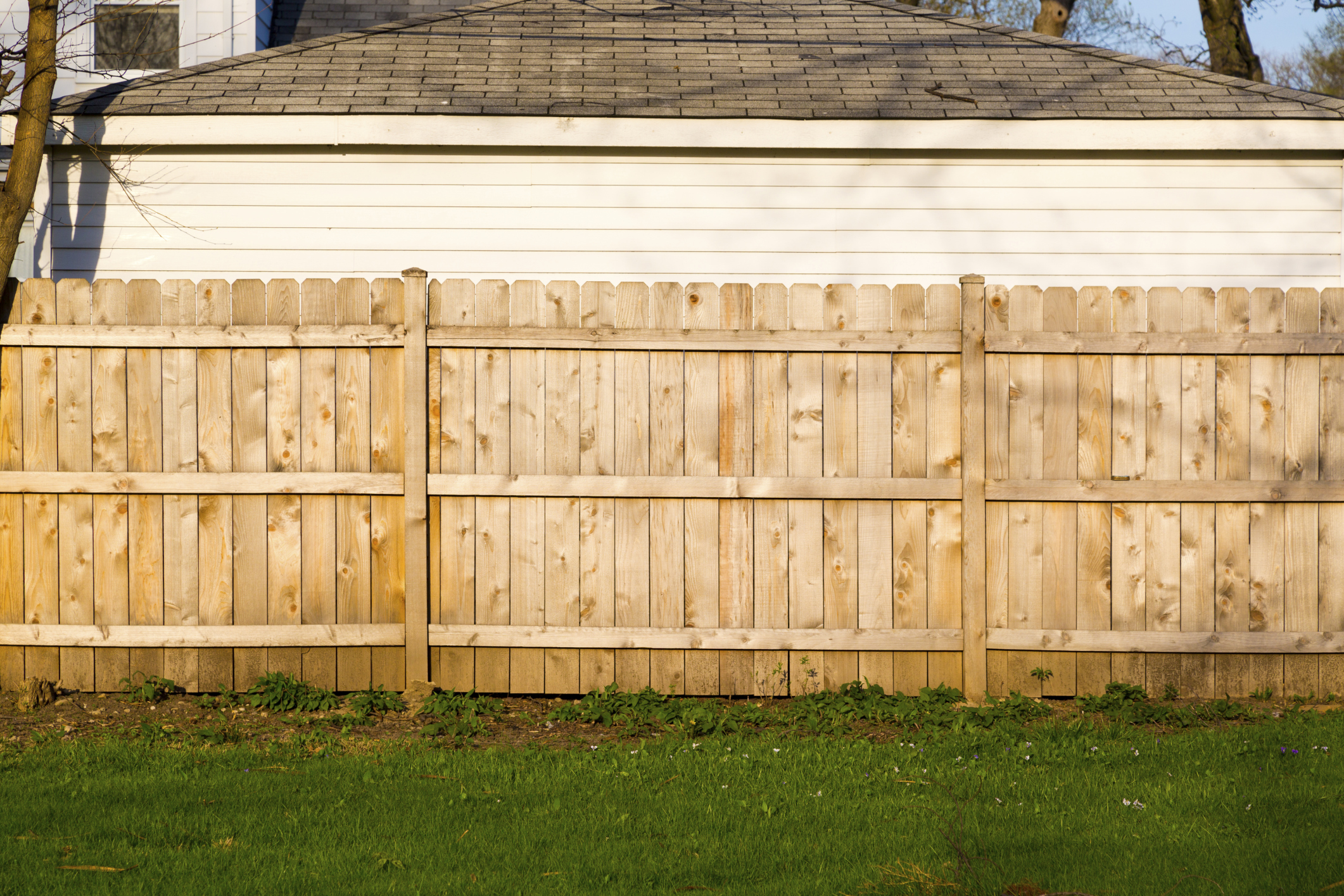 Wood Privacy Fence Vs Vinyl Privacy Fence In Ellicott City