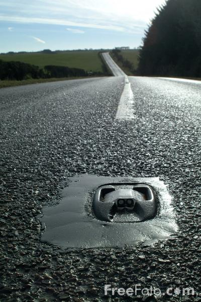Cats Eye Middle Of The Road Pictures Free Use Image 21 16 70 By Freefoto Com