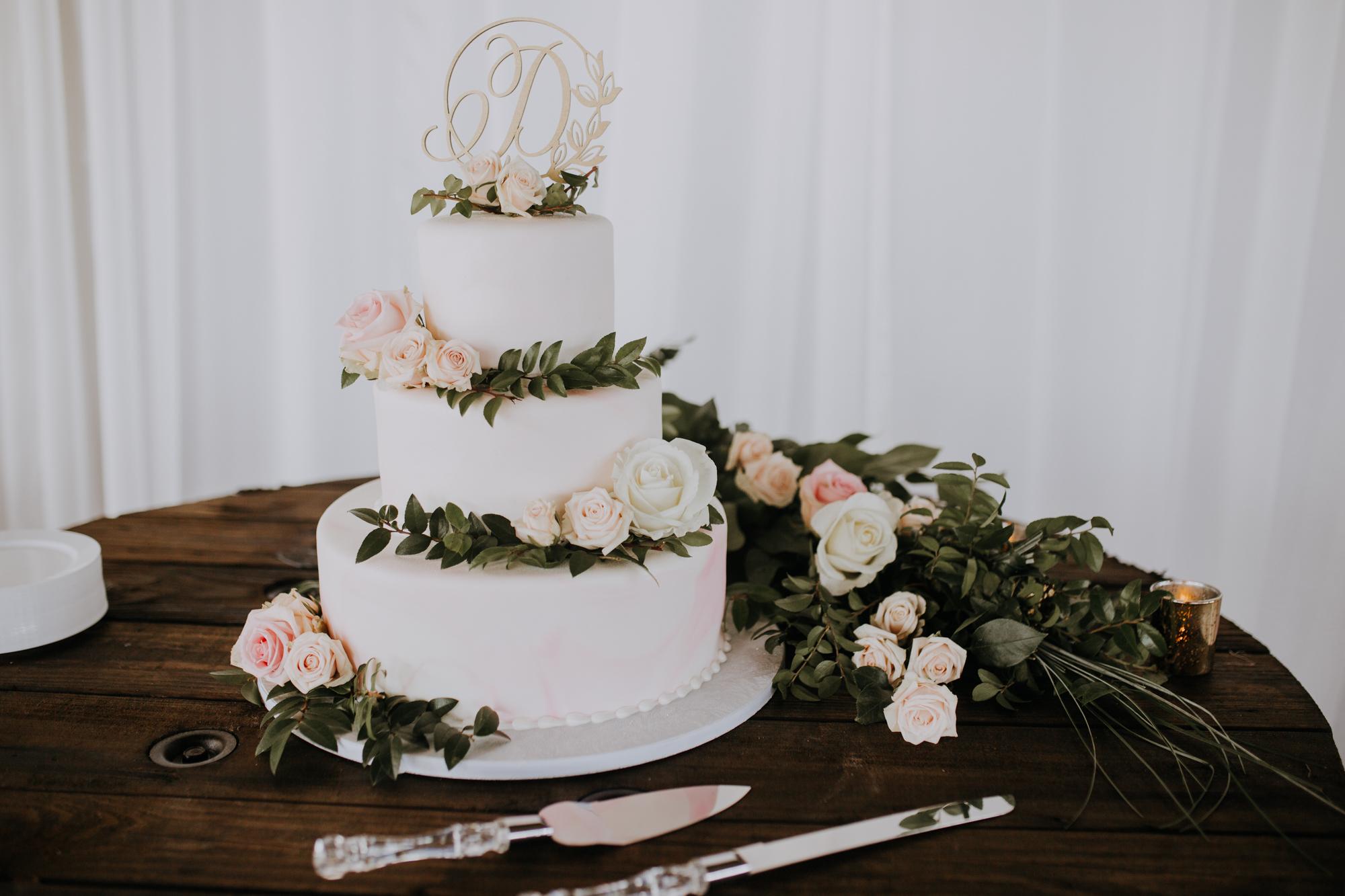 elegant boho wedding cake | elegant white and gold cake | elegant pink and gold wedding cake | boho reception | outdoor Florida wedding