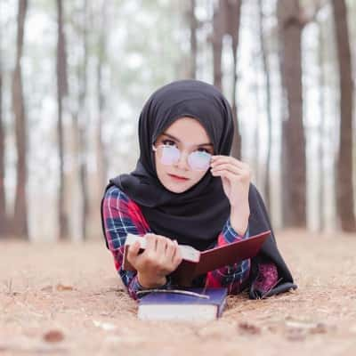 Stylish-Muslim-Girl-Dp-For-Fb-Profile (16)
