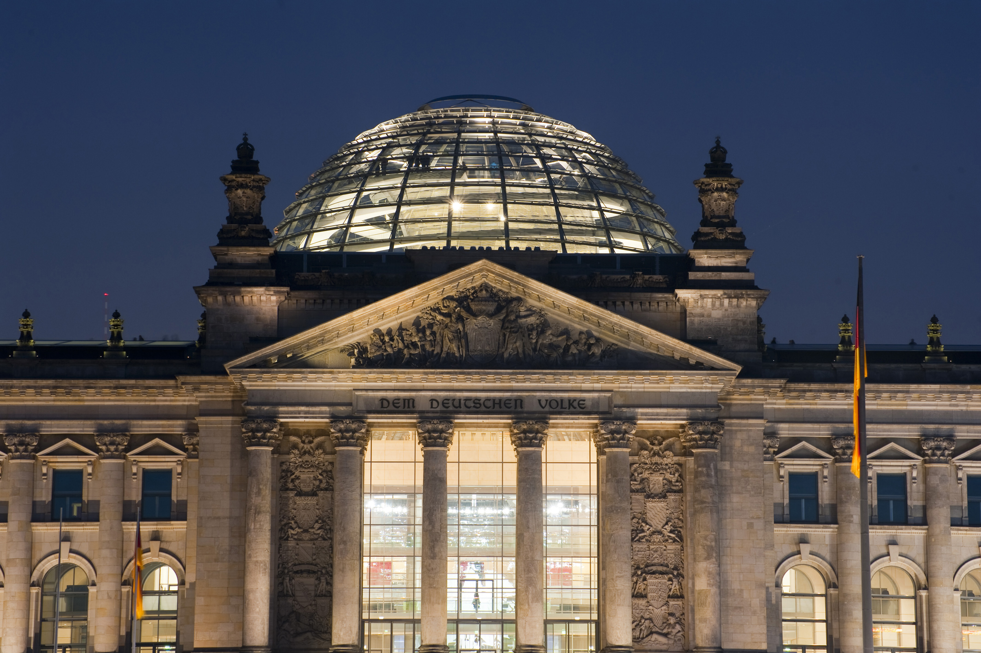 Free Stock Photo 7095 The Reichstag building at night