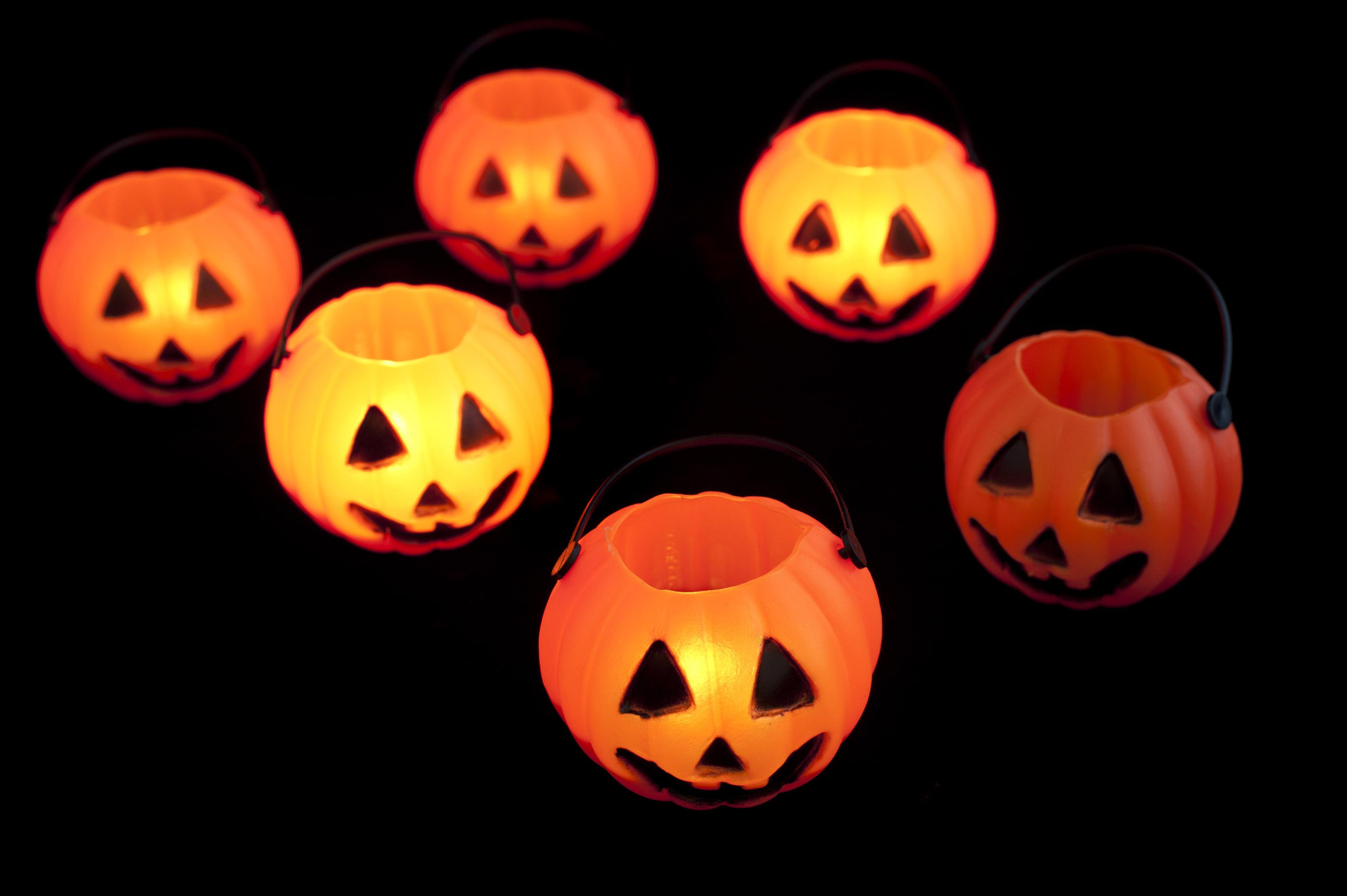Free Stock Photo 8539 Glowing Halloween lanterns