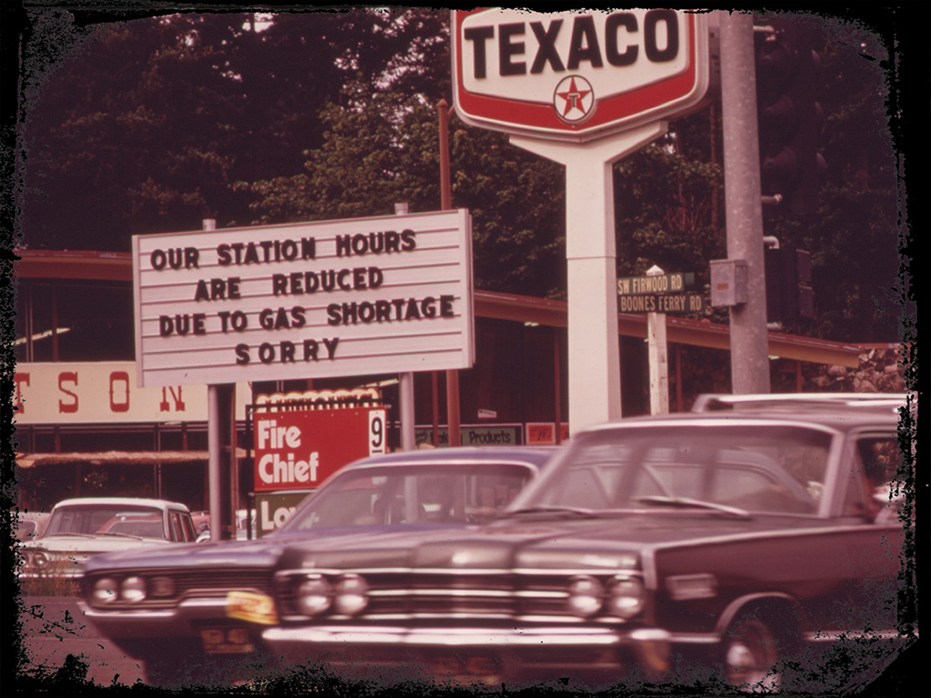 cars waiting in line during 1970s oil embargo gas shortage energy crisis