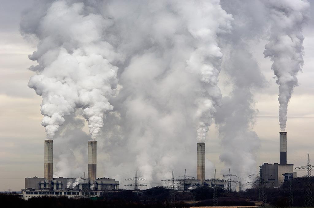 coal plant smoke stacks belching pollution