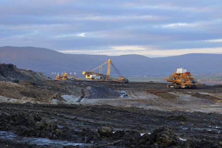 Coal strip mine mining 2 - Pixabay 2781689 2000px