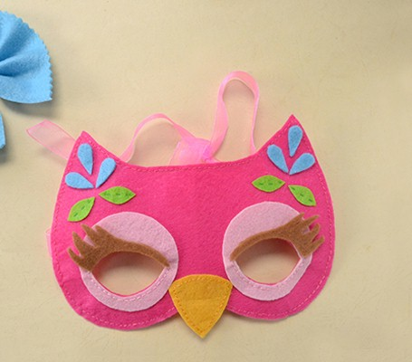 Easy owl mask made from felt that the kids will love.