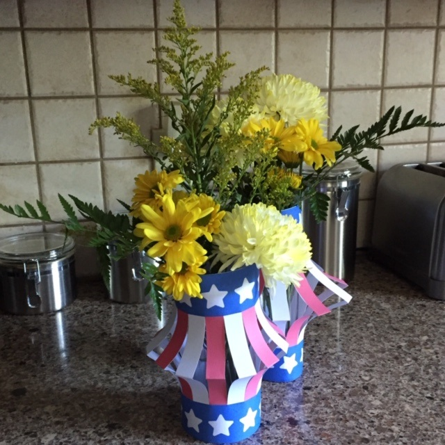 Vase wrapped in July 4th diy Decorations.