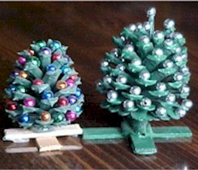 DIY Mini Pine Cone Christmas Trees