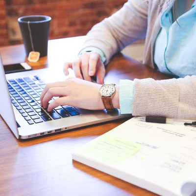 Dealing with Early Pregnancy Symptoms While Freelancing