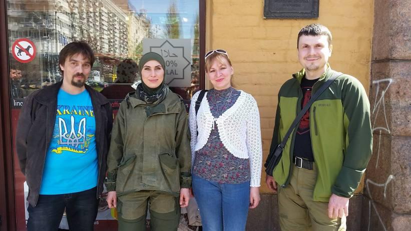 Amina Okujeva, její manžel a S.Dušek s manželkou v Kyjevě/archív S.Duška