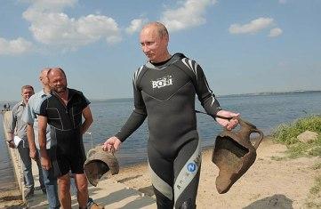 Putin with Amphora Jugs after Scuba Diving in Phanagoria, photo premier.gov.ru