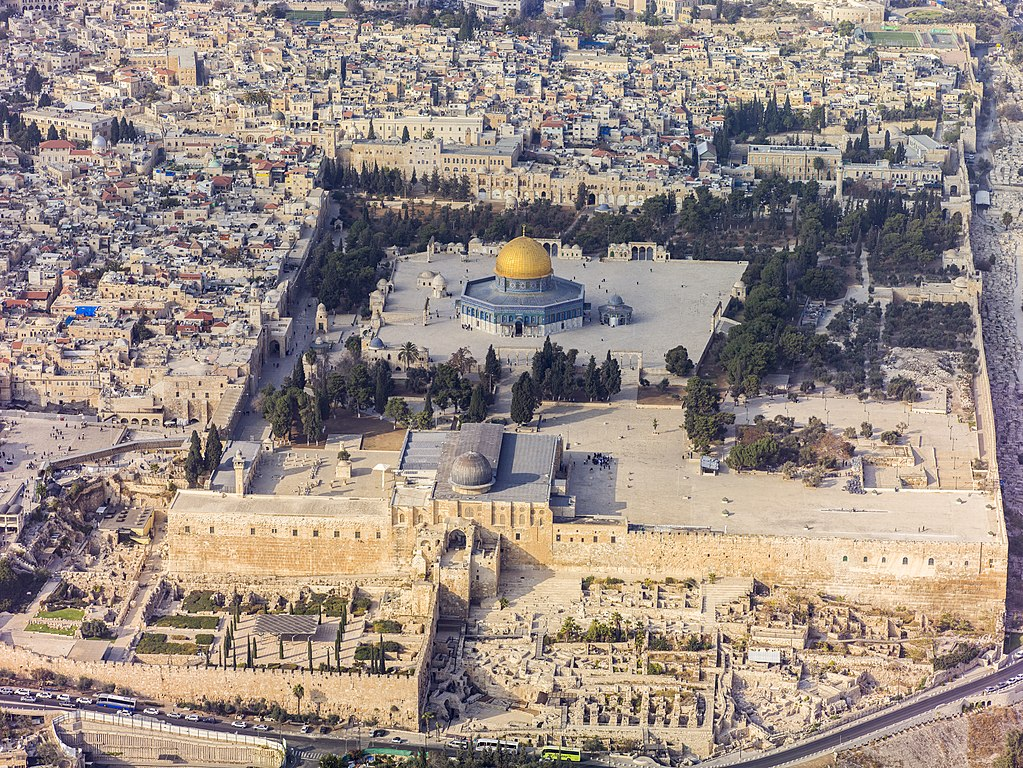 Southern aerial view of the Temple Mount, Al-Aqsa Mosque, photo by Godot13