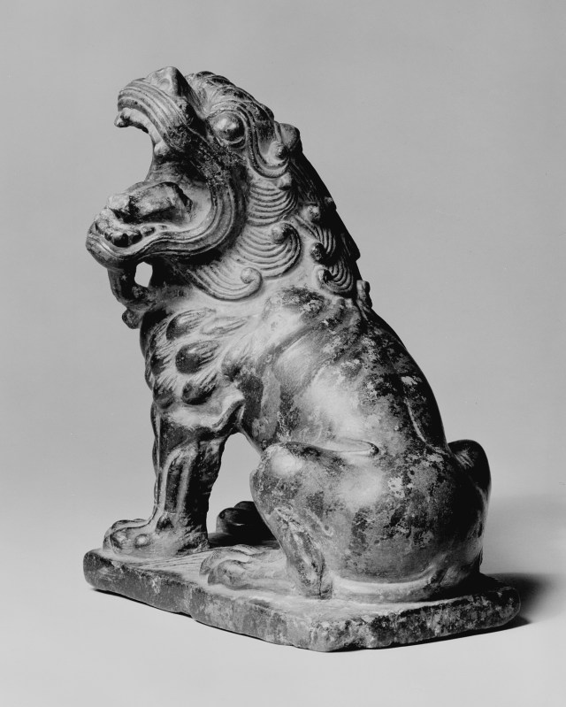 Photo, Marble lion. Tang dynasty, 8th century., H: 17 cm. (6 11/16 in.) Singer catalogue number: [1214].