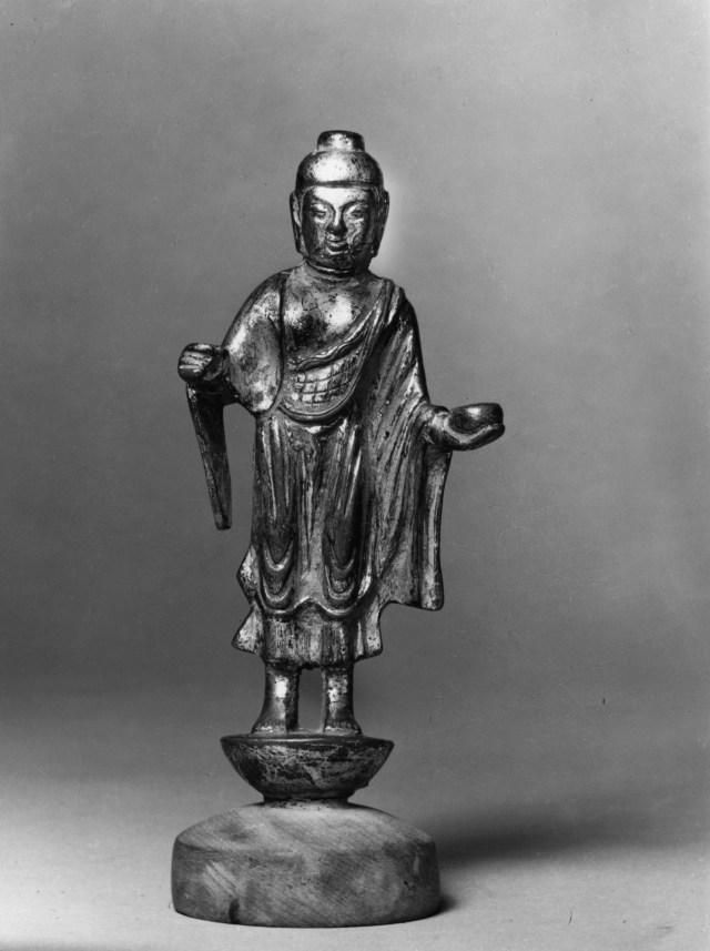 Photo, Bronze Bhaishajyaguru. Tang dynasty, 7th century., H: 12 cm. (4 3/4 in.) Singer catalogue number: [1349].