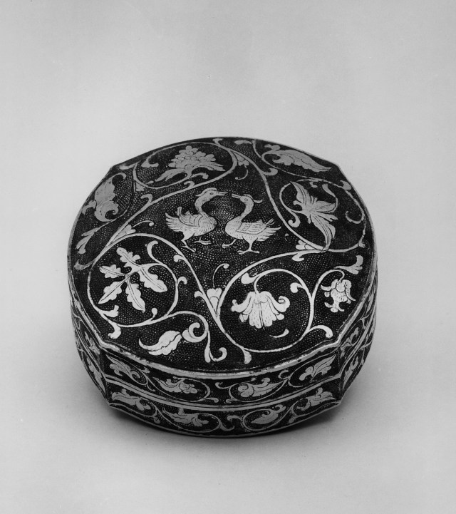 Covered round gilt silver box. Tang dynasty, ca.700, Diam: 9.5 cm. (3 3/4 in.). Singer catalogue number: [1427].