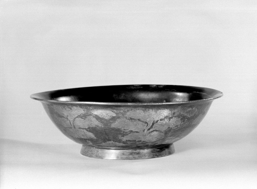 Photo of Gilt silver bowl. Tang dynasty, 10th–12th century., Diam: 20.7 cm. (8 1/8 in.). Singer catalogue number: [1440].