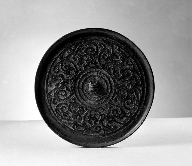 Photo, Bronze mirror. Eastern Zhou–Western Han dynasty, 3rd–2nd century BCE., Diam: 12.4 cm. (4 7/8 in.) Singer catalogue number: [625].