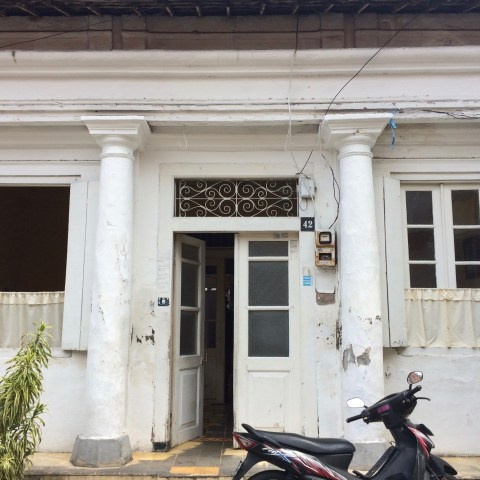 Dutch colonial-era residence and Muslim tombs, Peneleh, Surabaya