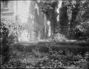 Sevruguin, Antoin,; b&w ; 23.8 cm. x 17.8 cm.; Myron Bement Smith Collection: Antoin Sevruguin Photographs. Freer Gallery of Art and Arthur M. Sackler Gallery Archives. Smithsonian Institution, Washington D.C. Gift of Katherine Dennis Smith, 1973-1985