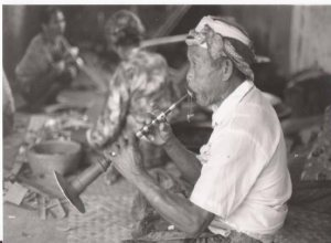 Black and white photo of an elderly man playing preret.
